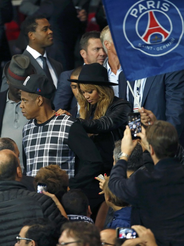 Beyoncé e Jay Z assistem a jogo de futebol entre Paris St Germain e Barcelona, em Paris (Foto: REUTERS/Philippe Wojaze)