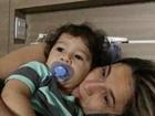 Fernanda Gentil posa para clique fofo com o filho: 'Meu grudinho matinal'