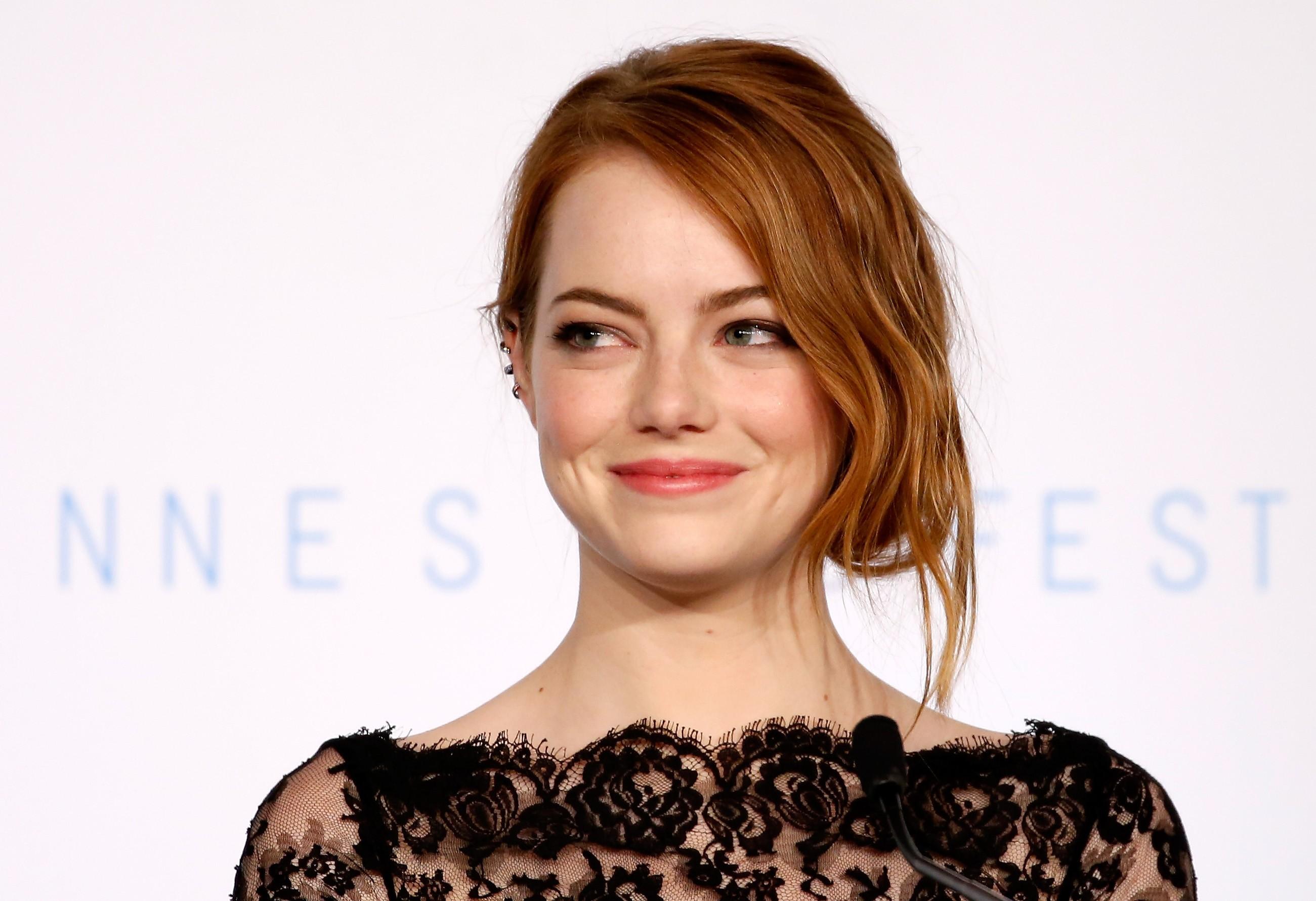 Emma Stone é naturalmente loira, mas os cabelos ruivos caíram como uma luva (Foto: Getty Images)