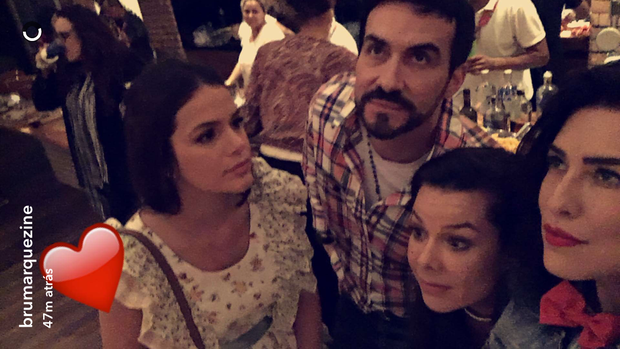 Bruna Marquezine, Padre Fábio de Melo, Fernanda Souza e Fernanda Paes Leme (Foto: Reprodução / Snapchat)