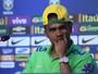 Douglas Costa pede manutenção do esquema sem ''camisa 9'' na Seleção