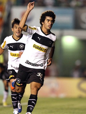 Bruno Mendes comemora gol do Botafogo contra o Figueirense (Foto: Ag. Estado)