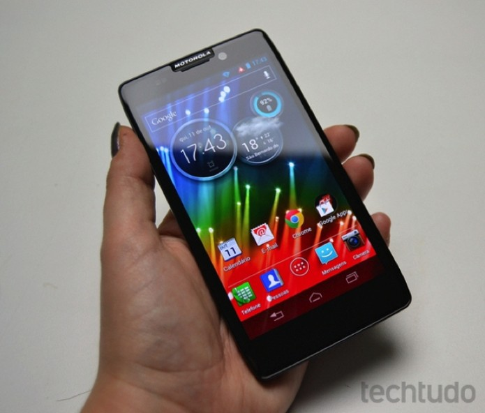 Motorola Razr HD possui uma tela de 4,7 polegadas de alta definição e com ótima reprodução de cores (Foto: Stella Dauer)