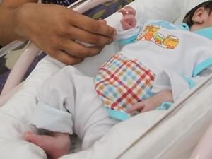 Bebê se recupera bem e deixa UTI de hospital em Goiânia (Foto: Sebastião Nogueira/ O Popular)
