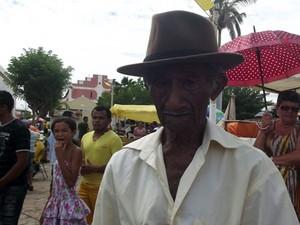 Agricultor Augusto de França rezou para que ano seja chuvoso (Foto: Fernanda Zauli/G1)