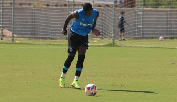 Erazo treina normalmente e pode fazer sua estreia na quarta, se estiver regularizado (Foto: Eduardo Moura/GloboEsporte.com)