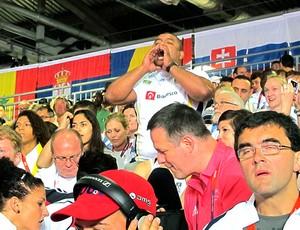 Carlos Honorato na torcida por Suelen Altheman no judô (Foto: Gabriele Lomba / Globoesporte.com)