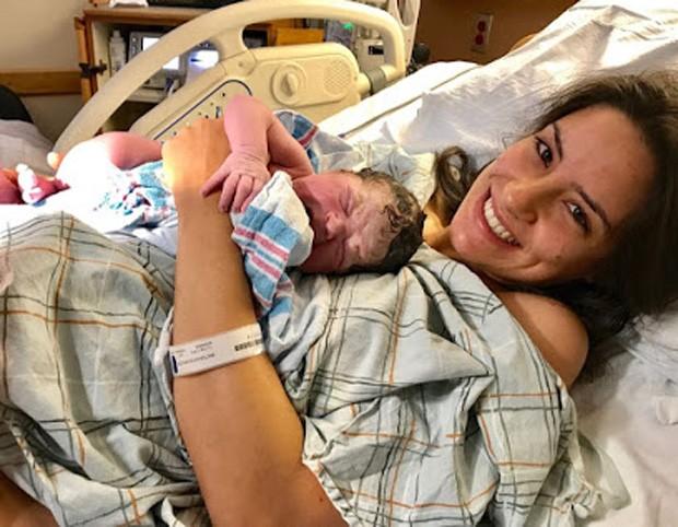 Thayra Machado e a filha Helena (Foto: Arquivo pessoal)