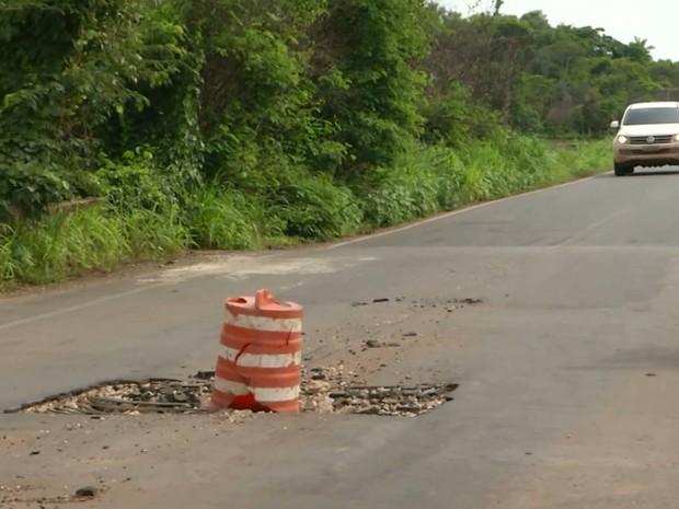 Estrutura de ferro que reveste a pavimentação da ponte está exposta na MA-034 (Foto: Reprodução/TV Mirante)