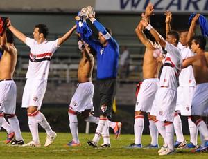 Time do São Paulo aplaude torcida (Foto: Marcos Ribolli / Globoesporte.com)
