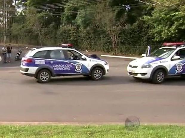 Guardas municipais são baleados durante tiroteio em Sumaré (Foto: Márcio Silveira / EPTV)