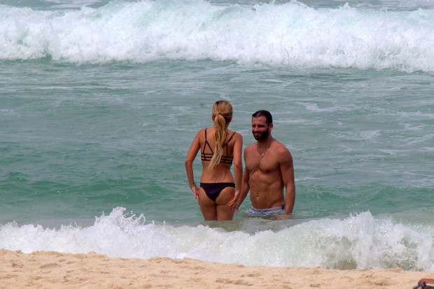Henrique Casteli e namorada (Foto: Wallace Barbosa/AgNews)