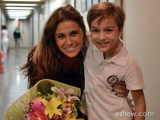 A atriz super feliz com a surpresa de seu filho na ficção (Foto: Raphael Dias/TV Globo)