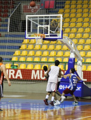 Sub-19 de Basquete Mogi da Cruzes (Foto: Thiago Fidelix)