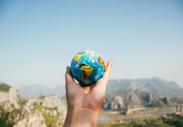 Temos o mundo em nossas mãos (Foto: Pexels)