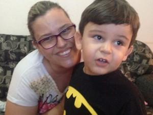 Luciana Moreira com o filho Vitor Hugo (Foto: Luciana Moreira/Arquivo pessoal)