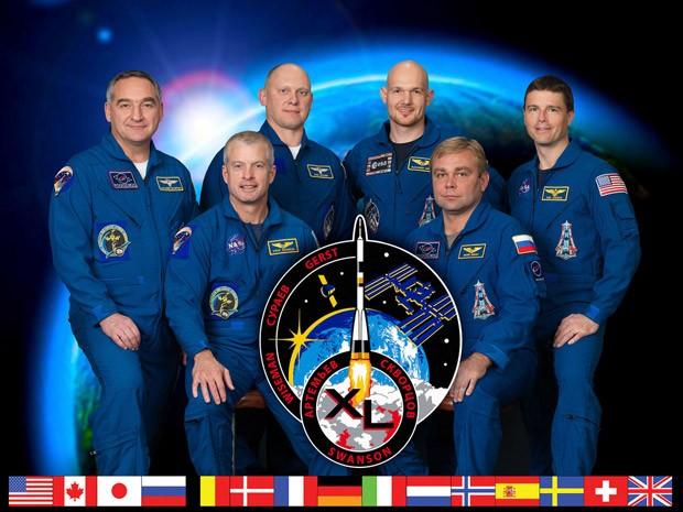 Foto mostra a tripulação da Expedição 40: da esquerda para a direita: Alexander Skvortsov, Steve Swanson, Oleg Artemyev, Alexander Gerst, Maxim Suraev e Reid Wiseman; enquanto os três primeiros já estão na ISS, os três últimos serão enviados na quarta-feira (28) (Foto: NASA/Divulgação)