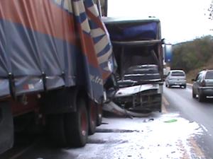 Acidente com ônibus na BR-251 deixa 10 pessoas feridas (Foto: Reprodução / Inter TV)