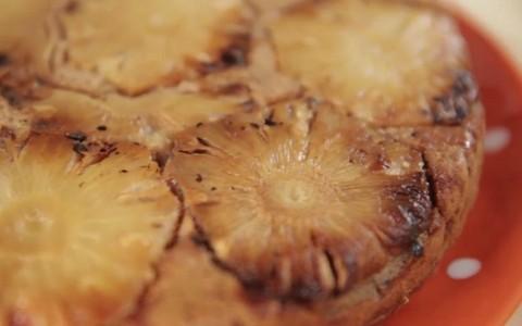 Bolo integral de banana com abacaxi: receita da Bela Gil