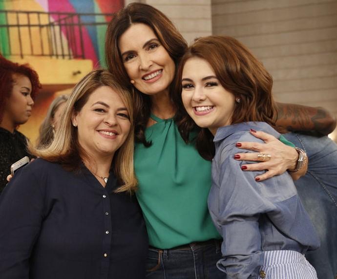 Fátima com a atriz Klara Castanho e a mãe dela, Karla  (Foto: Rapahel Dias/Gshow)