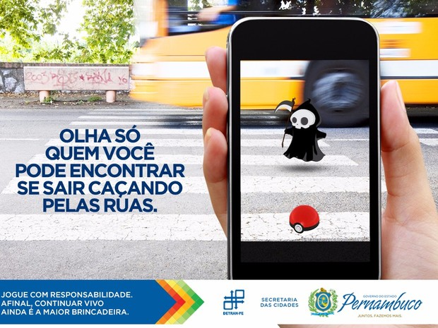 Cartaz do Detran-PE alerta para o risco de acidentes de trânsito durante 'caça' a pokémons (Foto: Divulgação/Detran-PE)
