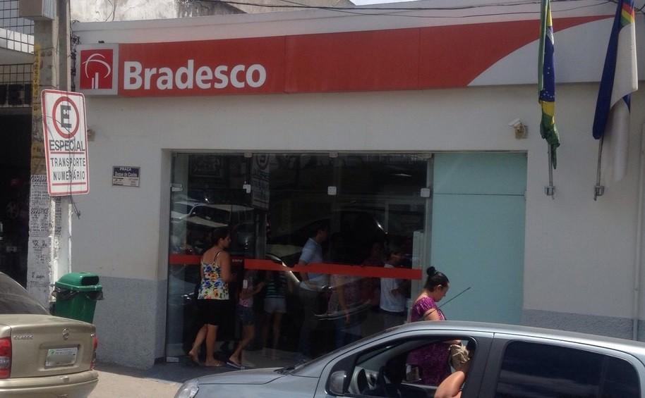 Agência bancária em Bezerros, Pernambuco (Foto: Divulgação/ Polícia Militar)