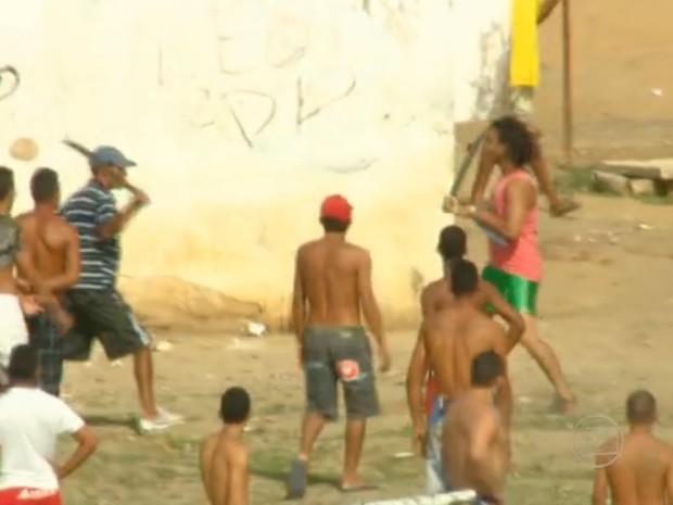Cinegrafista flagra briga de detentos em presídio do Recife (Foto: Reprodução/Globo Nordeste)