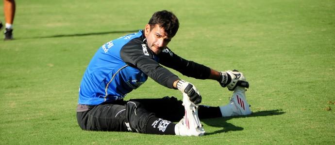 Daniel goleiro Ponte Preta (Foto: Raul Pereira / Globoesporte.com)