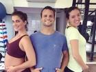 Deborah Secco exibe barriguinha durante treino com personal