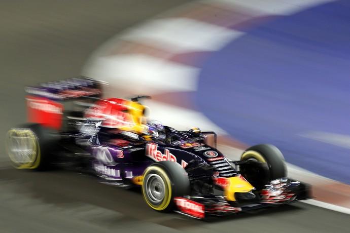 Daniel Ricciardo em ação no treino classificatório para o GP de Cingapura (Foto: AP)