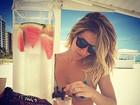 De biquíni, Giovanna Ewbank se refresca em Miami