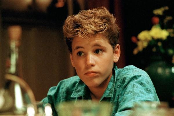 Astro de filmes famosos da década de 80, como Os Garotos Perdidos, Corey Haim faleceu aos 38 anos em 2010 por causa de complicação de uma pneumonia (Foto: Divulgação)