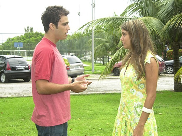 Bernardo (Thiago Rodrigues) tambm se envolve com Jaque (Joana Balaguer) (Foto: TV Globo)