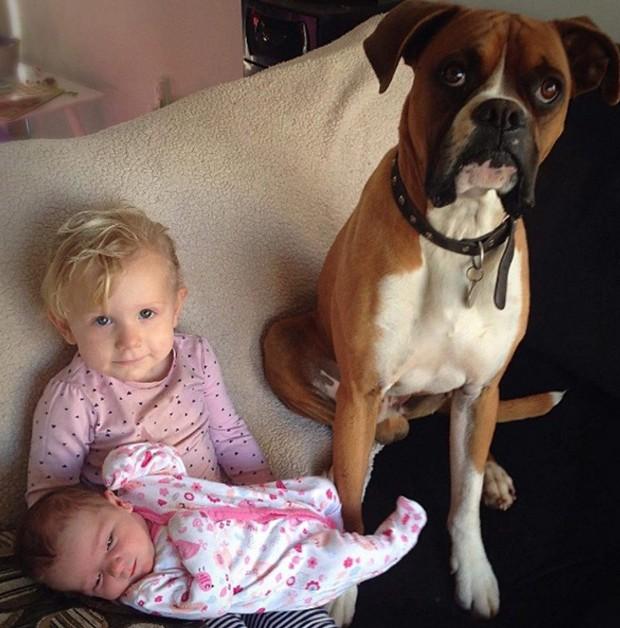 Mack com as meninas da casa (Foto: Reprodução)
