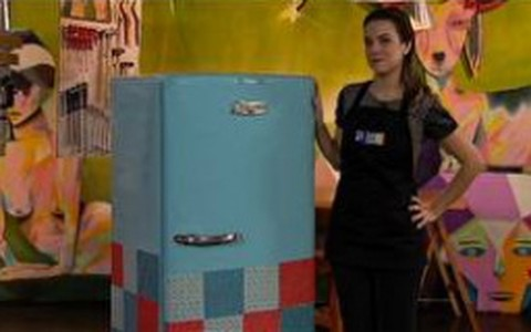 Veja como transformar uma geladeira velha em armário colorido