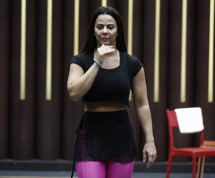 Viviane Araújo no dia 11/8, seu primeiro ensaio no Dança dos Famosos (Foto: Inácio Moraes / Gshow)