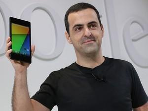 O brasileiro Hugo Barra, vice-presidente do Google, revela o tablet Nexus 7 (Foto: AFP)