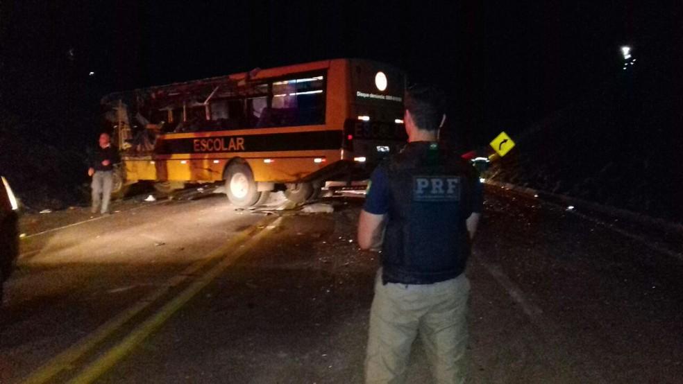 Acidente aconteceu na BR-116, em Campo do Tenente  (Foto: Divulgação/PRF)