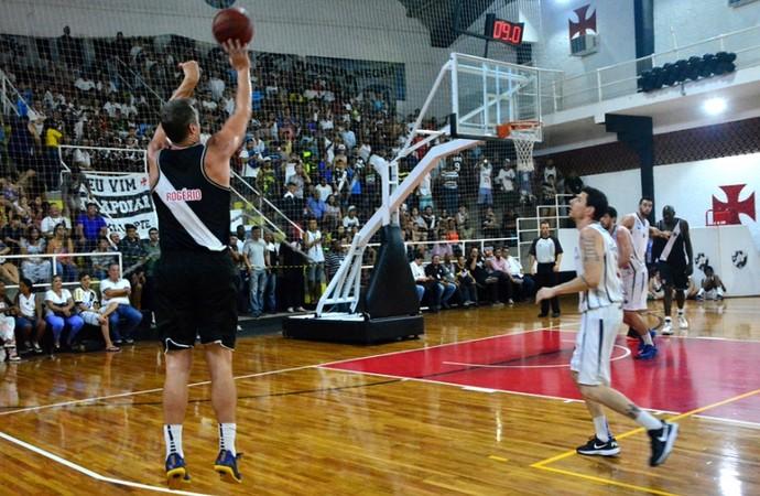 Rogério Vasco basquete são januário (Foto: Carlos Gregório Jr/Vasco)