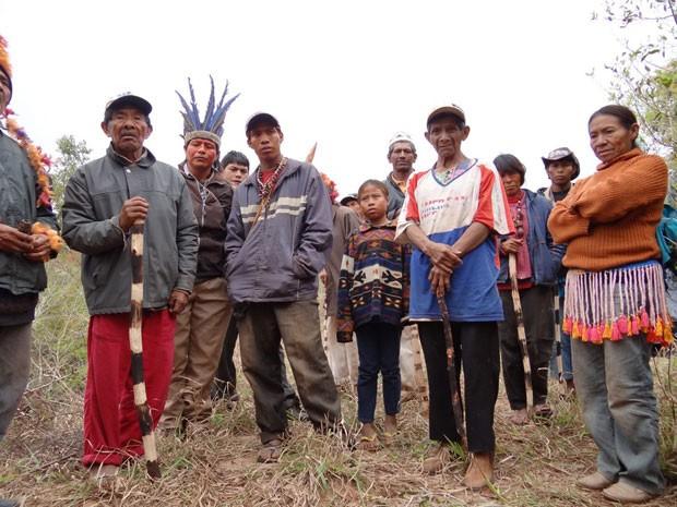 Integrantes do grupo de guaranis-kaiowá que ocupam área de fazenda na região de Iguatemi (MS) (Foto: Ascom/MPF-MS)