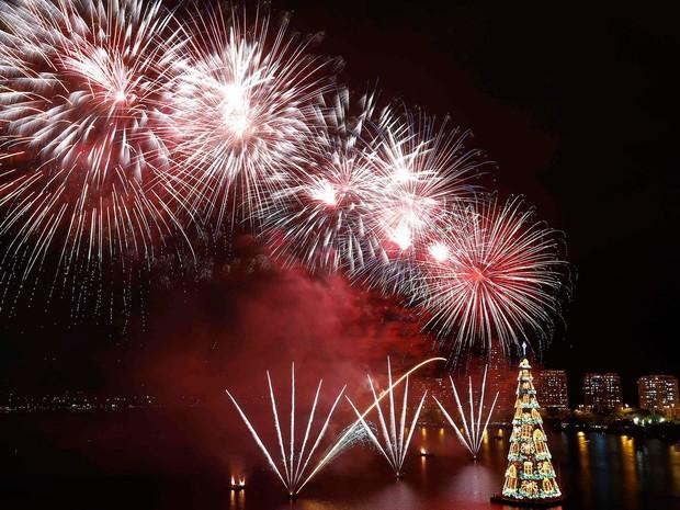 Um show de luzes no 19º Natal da árvore da Lagoa (Foto: Ricardo Moraes/Reuters)