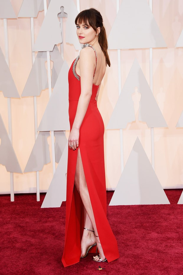 Dakota Johnson no Oscar 2015 (Foto: Getty Images)