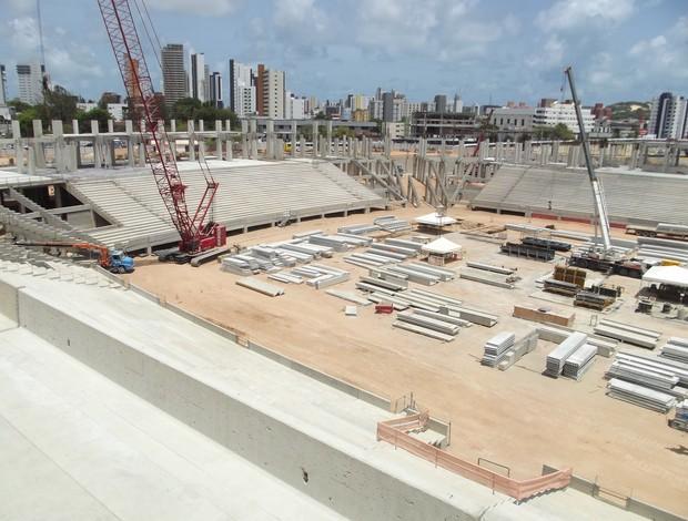 Na Arena das Dunas, operários trabalham em quatro turnos (Foto: Matheus Magalhães)