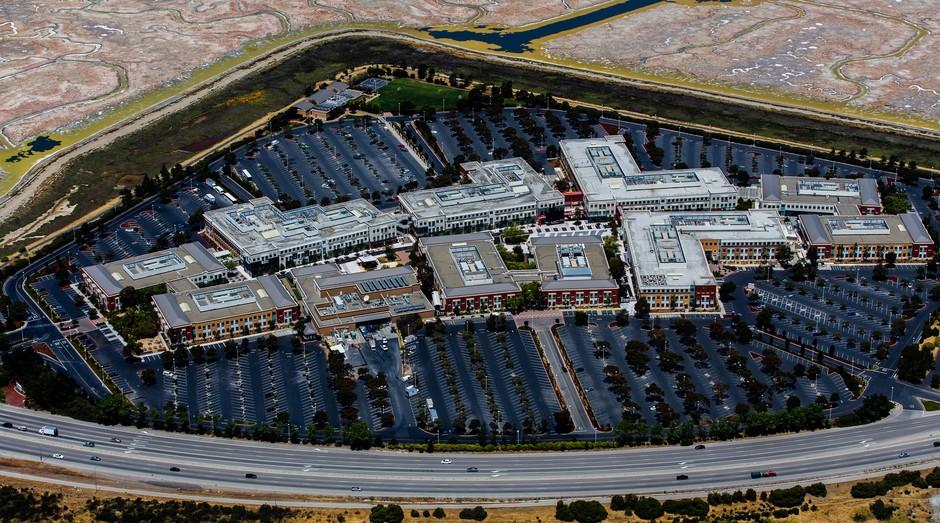 Facebook Campus, em Menlo Park, nos EUA. Facebook construirá casas na região (Foto: Wikicommons)