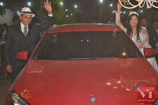 Roberto Cardoso e Stefhany Absoluta deixam o local em um carro de luxo, presente do noivo para a cantora (Foto: Divulgação/Sergio Alves Portal V1)