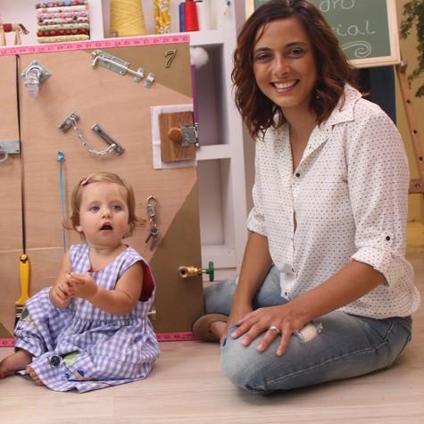 A artista plástica Kika Motta e a filha,  Tereza (Foto: Divulgação)