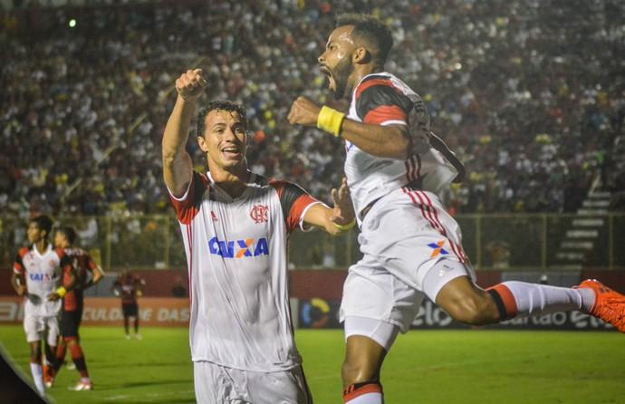 Leandro Damião e Fernandinho Vitória x Flamengo (Foto: JESSICA SANTANA/FRAMEPHOTO/ESTADÃO CONTEÚDO)