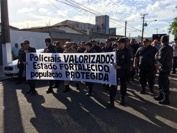 Policiais militares realizam caminhada na tarde desta segunda-feira (Foto: Divulgação / ACS-PM)