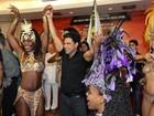 Vídeo: Zezé Di Camargo e Luciano caem no samba em festa no Rio
