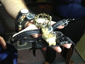 Relógios foram roubados de casa de desembargador (Foto: Walter Paparazzo/G1)